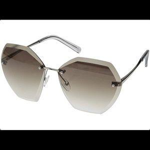 New Steve Madden Gray Sun Glasses